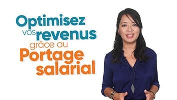 Femme présentant l'optimisation des revenus grâce au Portage salarial