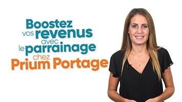 Femme présentant le parrainage chez Prium Portage