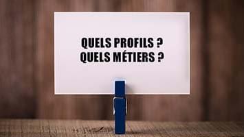 Pince à linge tenant une carte avec l'inscription « Quels Profils ? Quels métiers ? »