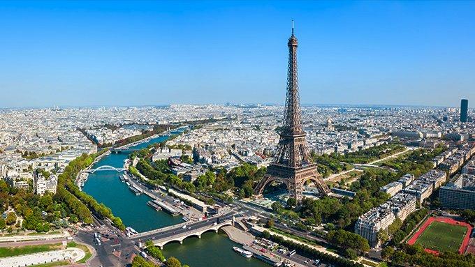 Vue aérienne de la Tour Eiffel et du Champ de Mars