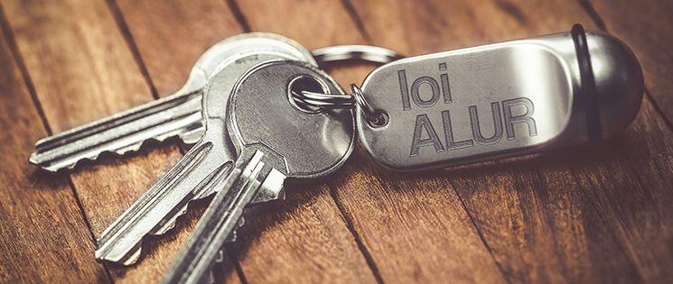 """Trousseau de 3 clés plus un porte-clé avec l'inscription """"loi Alur"""""""