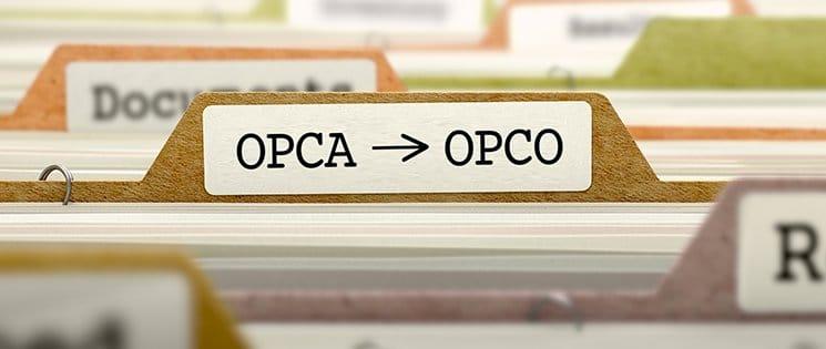 """Titre """"OPCA OPCO"""" sur une étiquette d'intercalaire"""